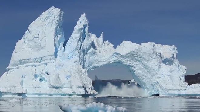 Nui bang Greenland vo roi tung mang roi sup do vi bien doi khi hau hinh anh