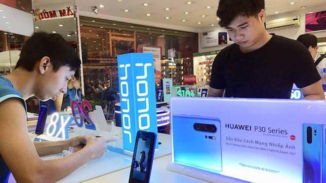 Google 'nghi choi', dien thoai Huawei o Viet Nam bi tra ep gia re mat hinh anh