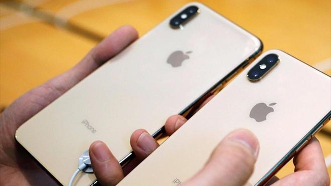 Khach hang lay dien thoai gia de doi 1.500 chiec iPhone moi suot 2 nam hinh anh