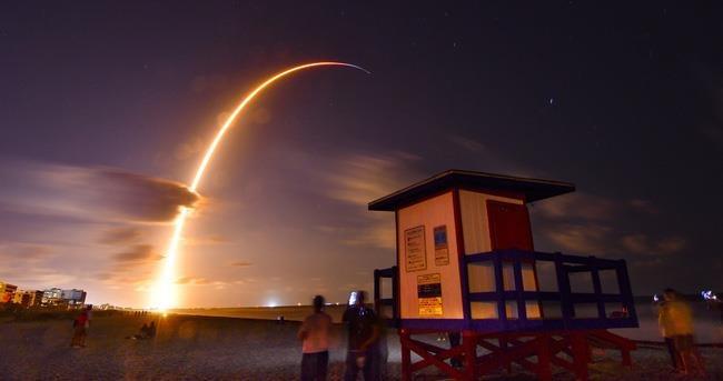 SpaceX phong thanh cong 60 ve tinh phu song Internet tu vu tru hinh anh