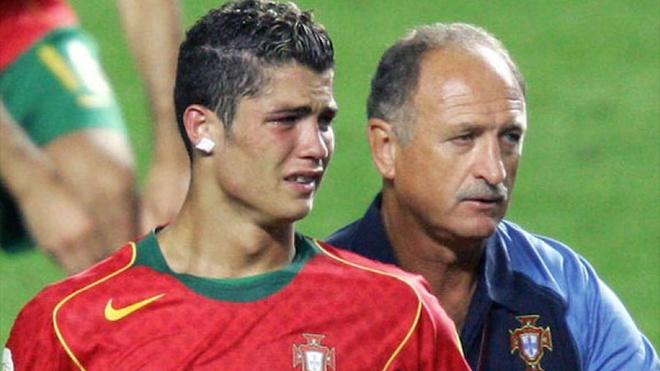 Tran cau lich su da lam Ronaldo roi le hinh anh