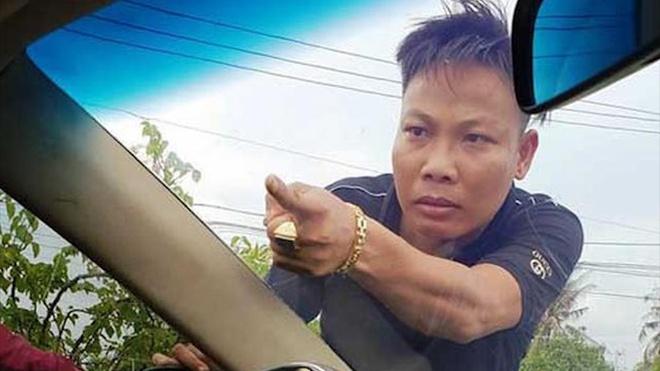 Xac dinh duoc 10 doi tuong bao vay xe cong an o Dong Nai hinh anh