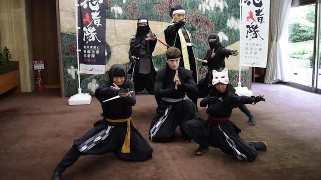 Chang Ninja nguoi My bieu dien vo thuat tai Nhat Ban hinh anh