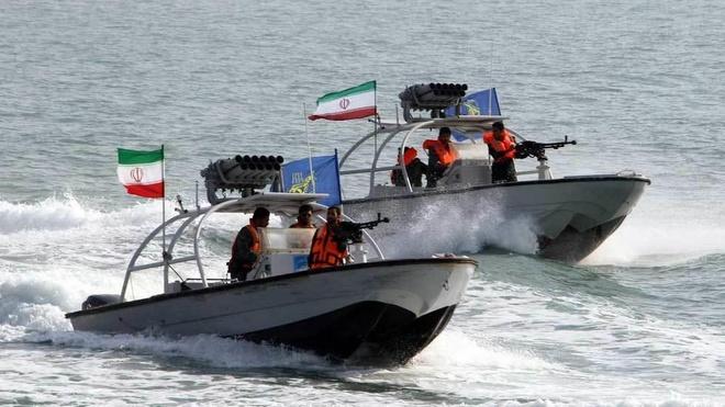 Iran cong bo video vay bat tau cho dau nuoc ngoai hinh anh
