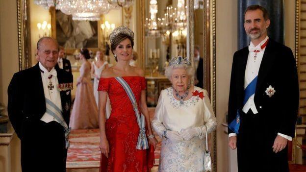 Cách vua Felipe VI của Tây Ban Nha tiêu hàng triệu Euro