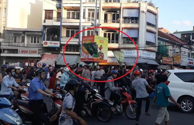 Đám đông giật cô hồn gây náo loạn cả tuyến phố ở Sài Gòn