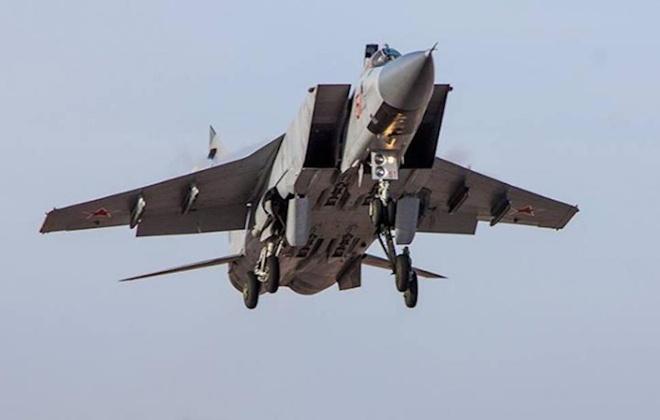 May bay chien dau MiG-31 bay o do cao 20.000 m voi toc do 2.500 km/h hinh anh