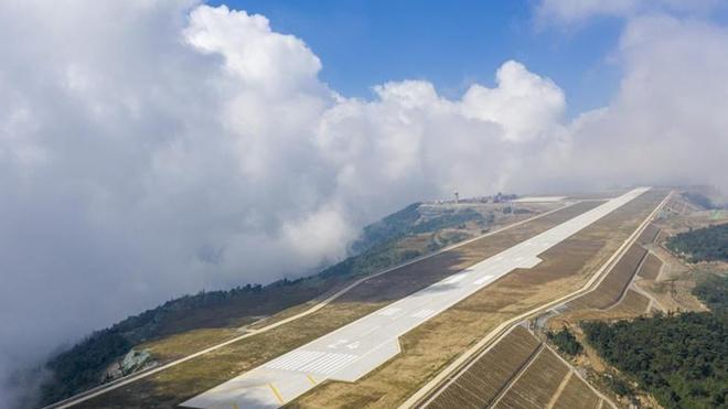 San bay 'tren may' o do cao 1.770 m mo cua tai Trung Quoc hinh anh