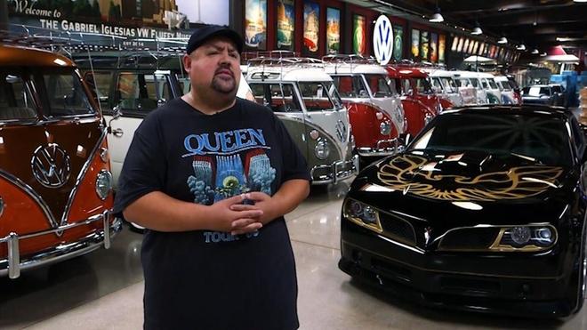 Bo suu tap xe buyt Volkswagen tri gia 3 trieu USD cua Gabriel Iglesias hinh anh
