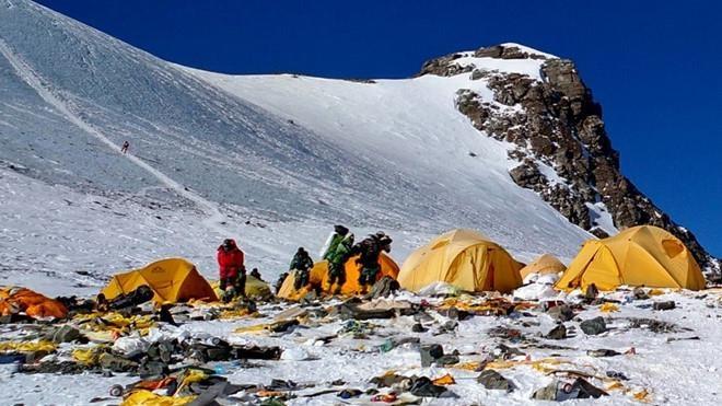 Nepal cam cac loai do nhua dung mot lan tai khu vuc nui Everest hinh anh