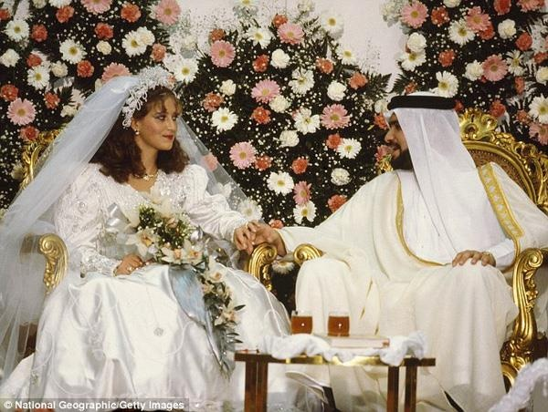 Vo doi ly hon vi chong UAE qua lang man, suot ngay tang qua hinh anh
