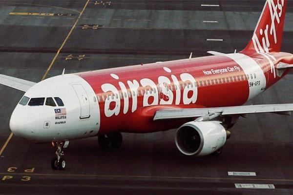 Động cơ phát nổ sau khi cất cánh, máy bay AirAsia hạ cánh khẩn cấp