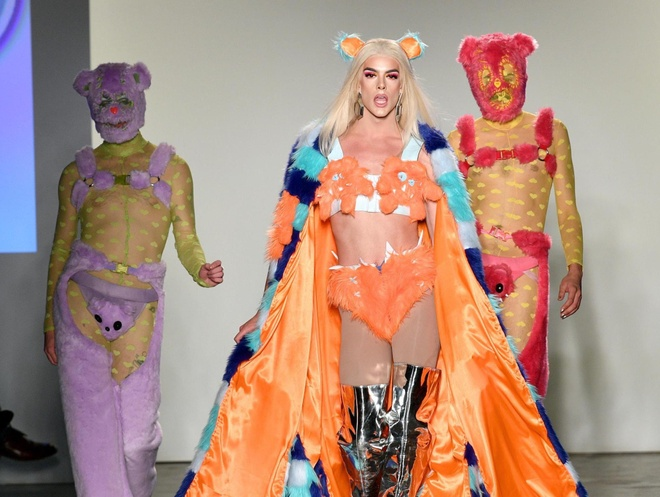 Lam the nao de ban duoc moi tham du New York Fashion Week? hinh anh