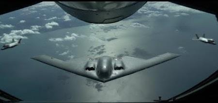 Canh hiem khi F-35 tiep nhien lieu cho 'Bong ma' B-2 Spirit hinh anh