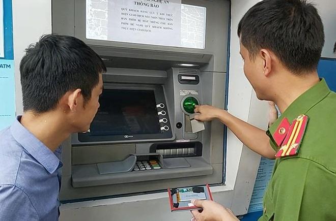 Thu doan rut trom tien tu cay ATM cua nhom nguoi Trung Quoc hinh anh