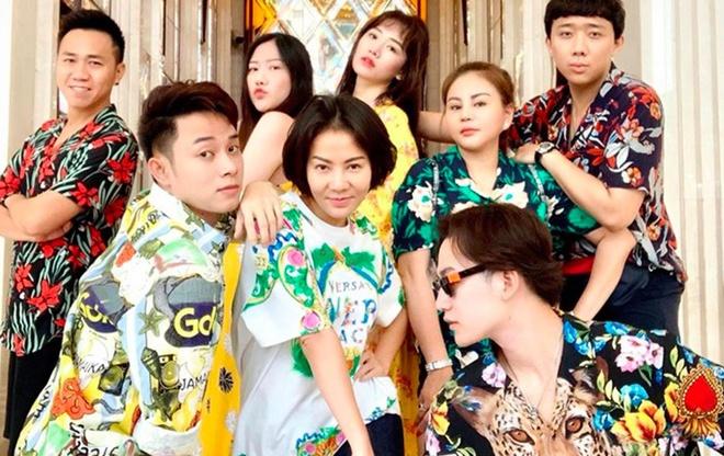Vo chong Tran Thanh va hoi ban than quay o Thai Lan hinh anh