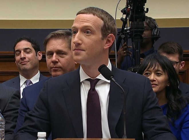 Phan ung bat ngo cua Mark Zuckerberg khi duoc so sanh voi TT Trump hinh anh