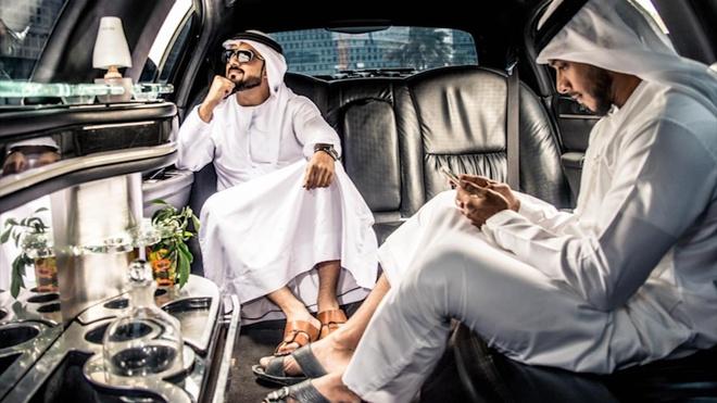 Thai tu trong gia dinh hoang gia Dubai xai tien ra sao? hinh anh