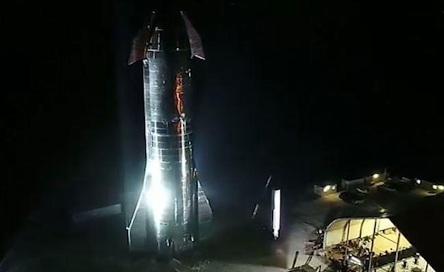 Tau SpaceX co the 'giao hang' len Mat Trang vao nam 2022 hinh anh