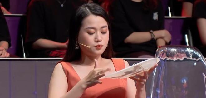Tien Luat treu choc Lam Vy Da o hau truong game show hinh anh