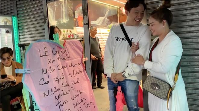 Tran Thanh cung hoi ban than tha den long cau may tai Dai Loan hinh anh