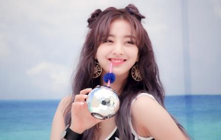 Jihyo (Twice) di khong vung o san bay hinh anh