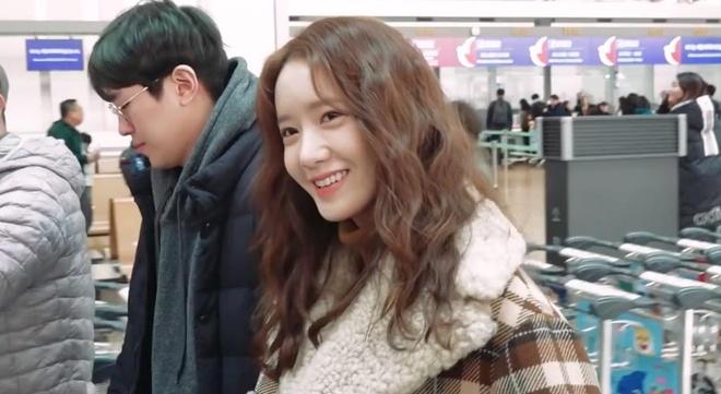 Yoona rang ngoi o san bay hinh anh