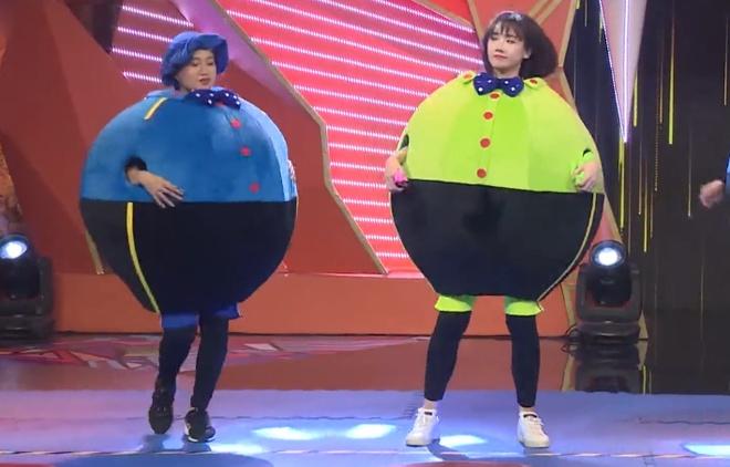 Lam Vy Da - Hari Won 'tuong tan' trong game show hinh anh