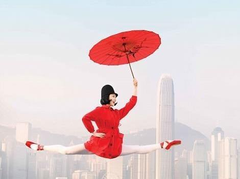 Hong Kong: Vu cong ballet 'bay' giua khong trung quang ba du lich hinh anh