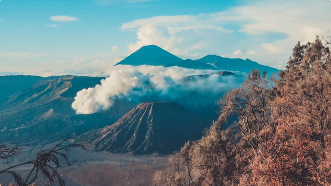 Den Indonesia, cham chan toi mieng nui lua Bromo hinh anh