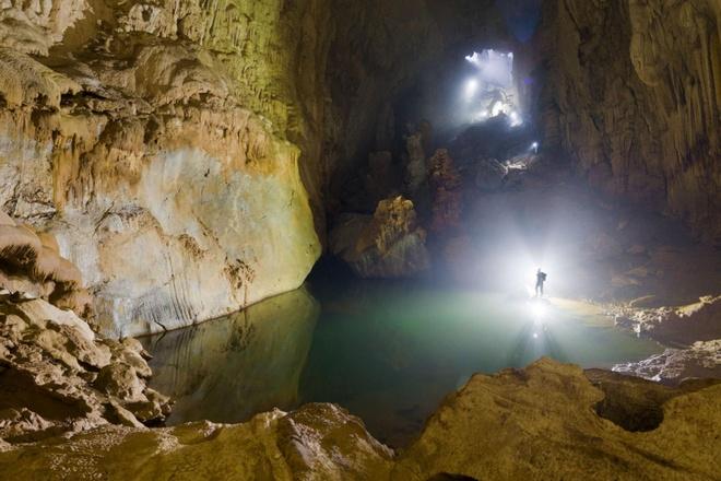 Hang Sơn Đoòng là địa điểm thu hút nhiều nhà thám hiểm đến tìm hiểu, khám phá. Ảnh: Nat Geo.