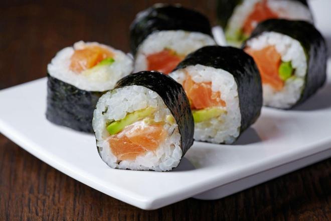 Hoc lam sushi khong kho voi 2 cong thuc 'de nhu tro ban tay' hinh anh