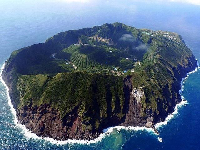 bien dao Viet Nam anh 1  - 1 - Hòn đảo nào ở Việt Nam sở hữu 2 miệng núi lửa đã tắt?