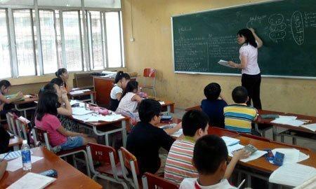 Cuoc chien khoc liet cua 'de vang' vao lop 6 hinh anh 1 Nhiều học sinh lớp 5 tại Hà Nội phải vất vả ôn luyện tại các trung tâm để thi vào các trường chuyên, lớp chọn (Ảnh: P.Đăng)