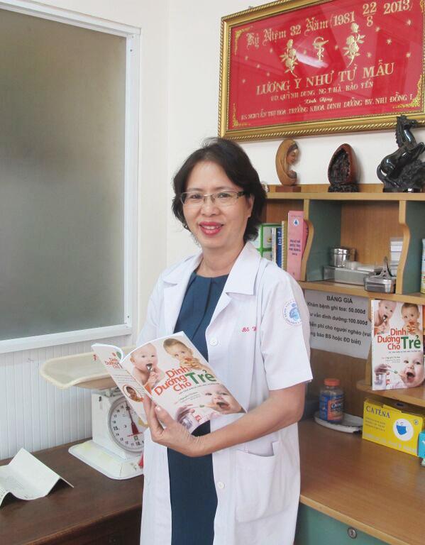 Be thong minh nho Omega 3 va vitamin trong sua vi chat hinh anh 3 Bác sĩ Nguyễn Thị Hoa, Trưởng khoa dinh dưỡng bệnh viên Nhi Đồng 1, Phó chủ tịch Hội dinh dưỡng TP HCM.