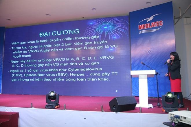 Dieu tri viem gan virus B, C dung cach giam nguy co tu vong hinh anh 3 PGS. TS Trịnh Thị Ngọc báo cáo tại hội nghị.