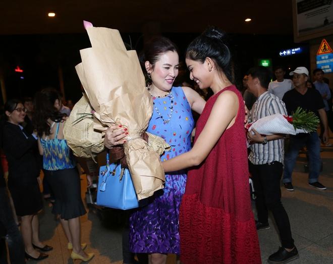 Truong Thi May mat moc di don A hau doanh nhan Phuong Le hinh anh 1