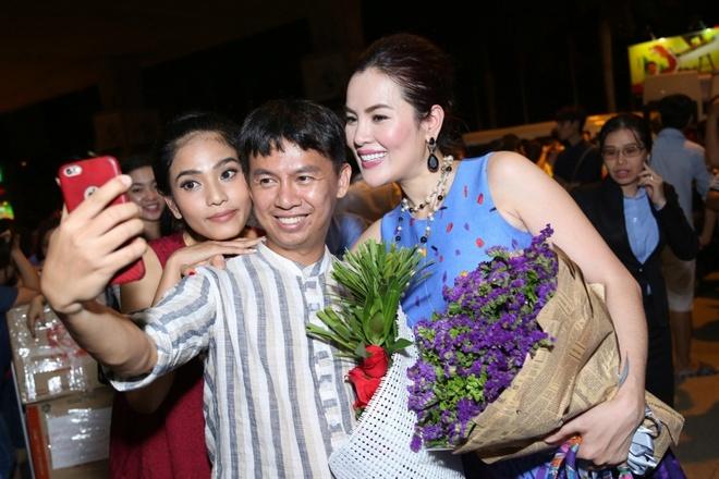 Truong Thi May mat moc di don A hau doanh nhan Phuong Le hinh anh 2