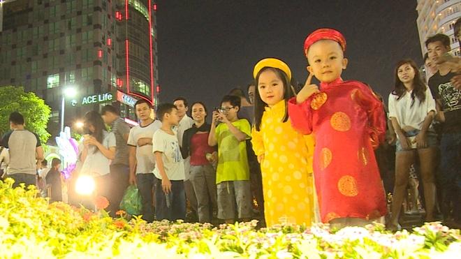 Nguoi Sai Gon du xuan som o duong hoa Nguyen Hue hinh anh