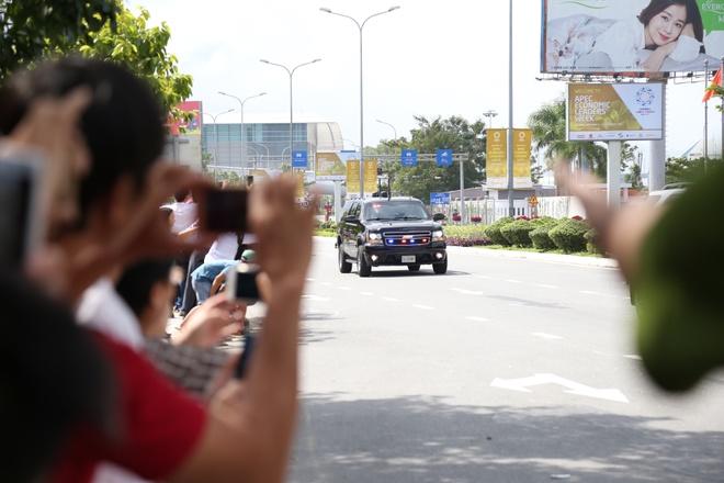 Nguoi dan Da Nang 'phan khich' khi gap doan xe Tong thong Trump hinh anh