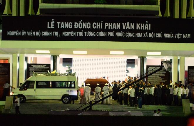 Nguoi dan ra duong tien co Thu tuong Phan Van Khai hinh anh