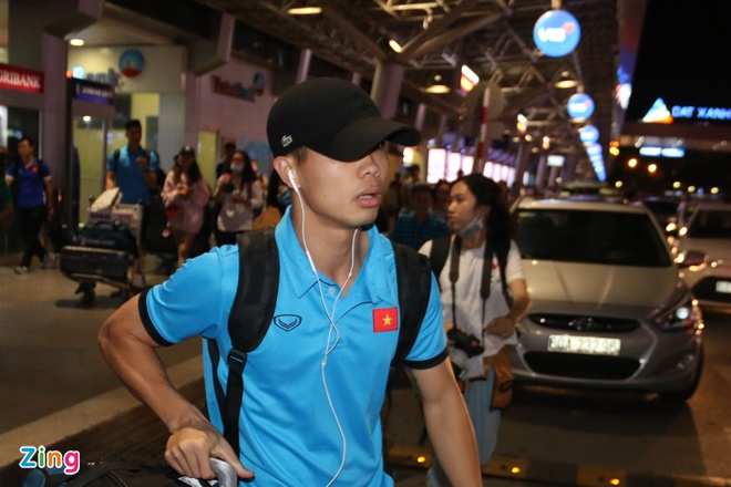 U23 than thien voi nguoi ham mo o san bay Tan Son Nhat hinh anh 4