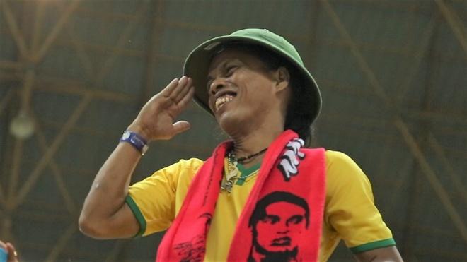 CDV co khuon mat giong Ronaldinho, co vu Olympic Viet Nam hinh anh