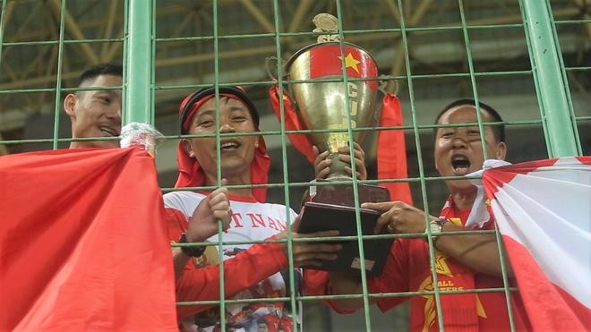 CDV mang cup vang tu que nha co vu Olympic Viet Nam hinh anh
