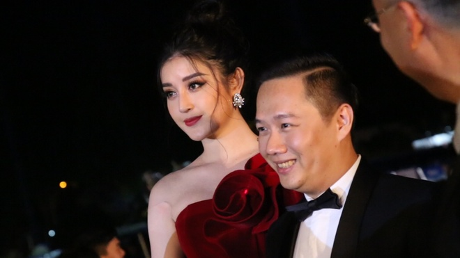Dan nguoi dep khoe dang tren tham do Hoa hau Viet Nam 2018 hinh anh