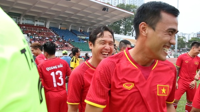 Nha vo dich AFF Cup 2008 the hien dang cap tren san bong hinh anh