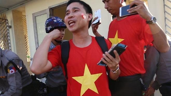 CDV bi kiem tra ky cang khi vao SVD theo doi tran Myanmar - Viet Nam hinh anh