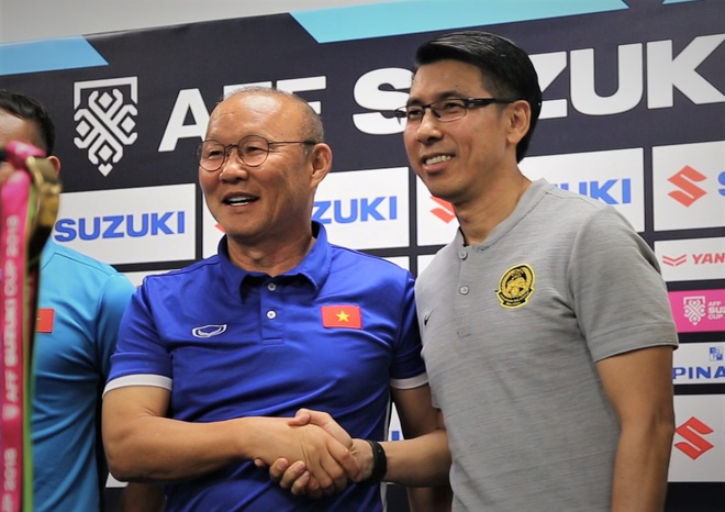HLV Park va Tan Cheng Hoe noi gi truoc chung ket luot di AFF Cup? hinh anh