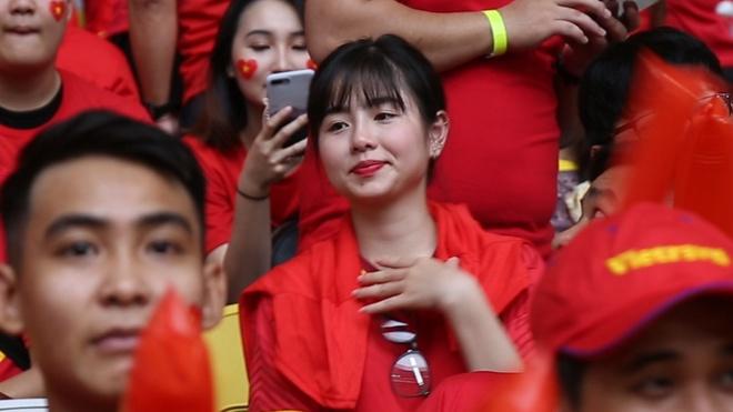 CĐV trên sân Bukit Jalil tin tuyển Việt Nam sẽ giành chiến thắng