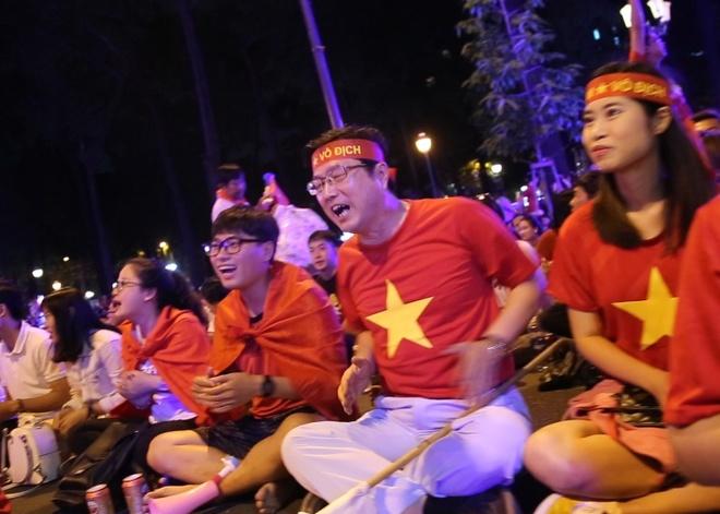 CDV Han Quoc va Viet Nam hat vang co vu Cong Phuong, Quang Hai hinh anh